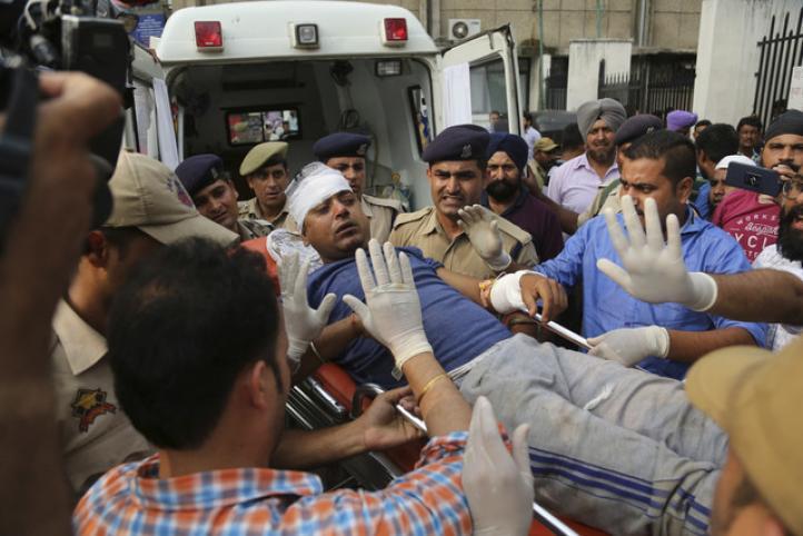 India: autobús con peregrinos cae a un barranco