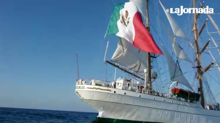 El buque escuela Cuauhtémoc navega por el sur del continente