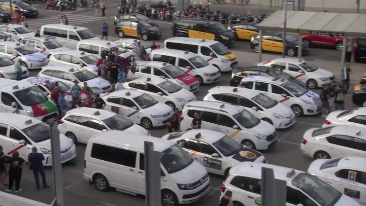 Usuarios en Barcelona, afectados por huega de taxistas