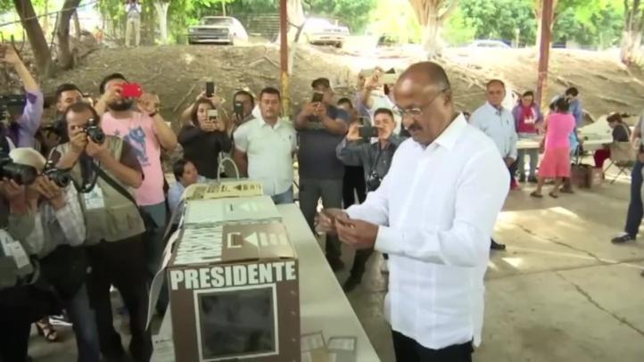 Vota René Juárez, presidente del PRI
