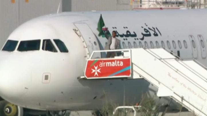 Concluye pacíficamente secuestro de avión libio en Malta