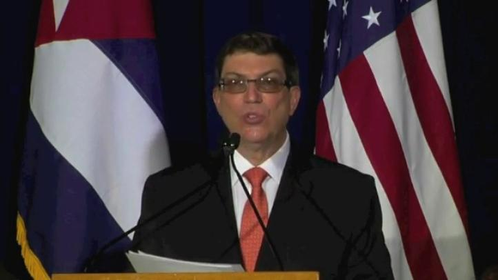Cuba iza su bandera al reabrir embajada en Washington