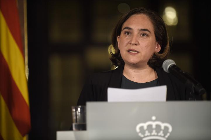 Alcaldesa de Barcelona hace llamado a resolver la crisis