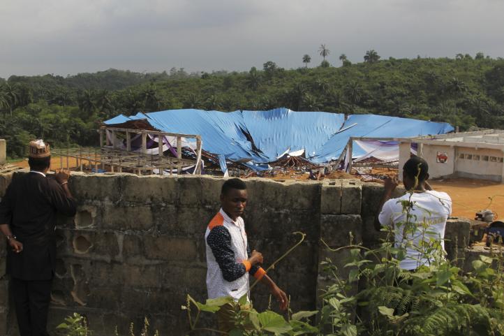 Al menos 160 personas murieron al derrumbarse el techo de una iglesia en Nigeria
