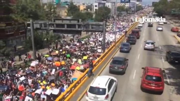 Miles de estudiantes del IPN salen en marcha rumbo a Segob