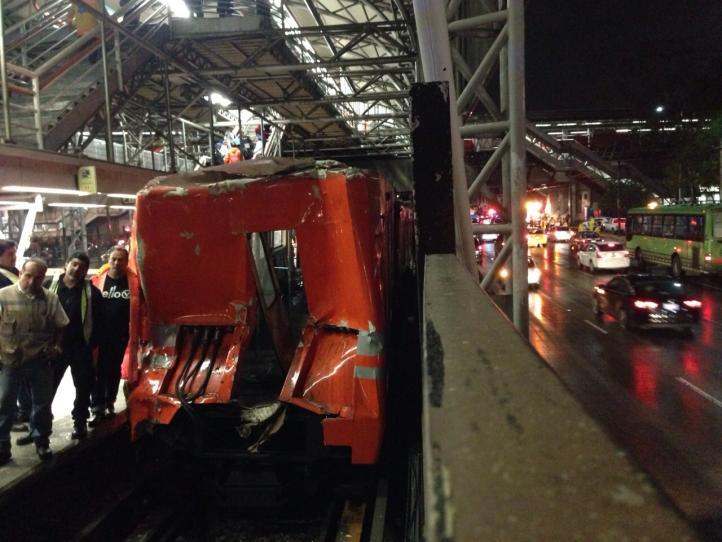 Doce heridos tras choque del Metro