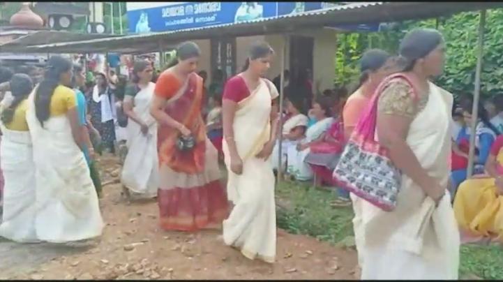 Templo indio permite la entrada de mujeres en edad de menstruar