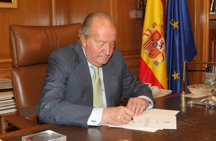 Abdica Juan Carlos de Borbón del trono de España
