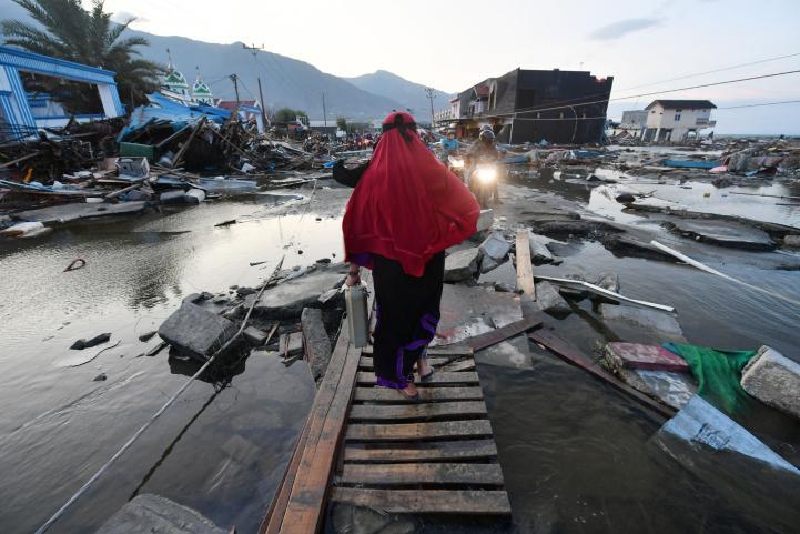 Indonesia: Residentes de Palu regresan a buscar sus pertenencias
