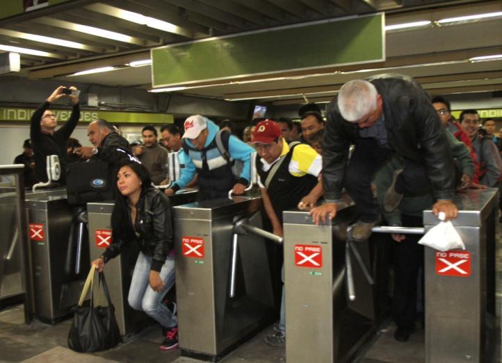 Protesta contra el alza al boleto del Metro