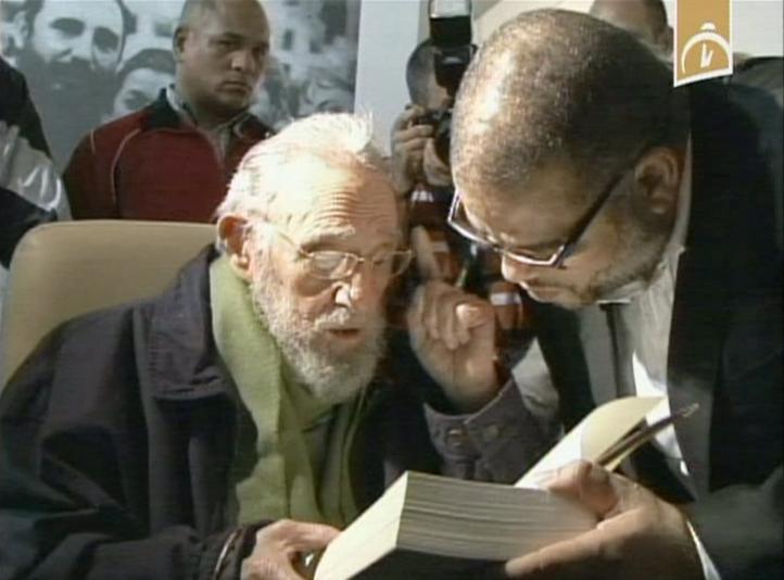 Reaparece Fidel Castro en inauguración de estudio de arte