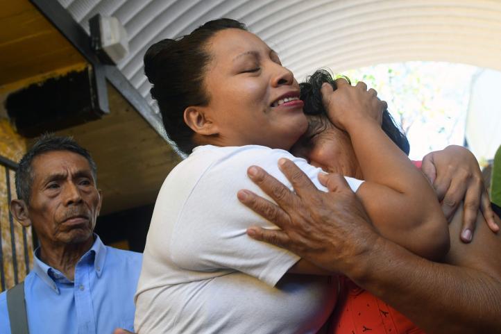 Liberan a salvadoreña sentenciada a 30 años por abortar