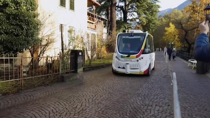 En ciudad italiana se prueban autobuses eléctricos sin conductor