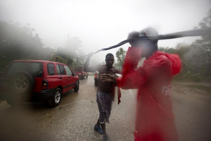 'Matthew' toca tierra en costa de Haití