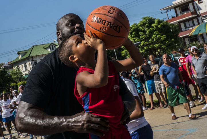Shaquille O'Neal dirigió clínica de baloncesto en Cuba