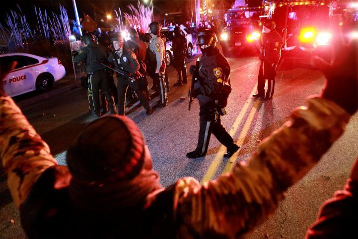 Estallan disturbios por fallo en Ferguson