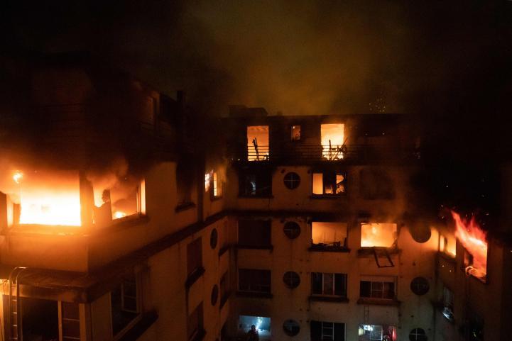10 muertos por incendio en un departamento en París