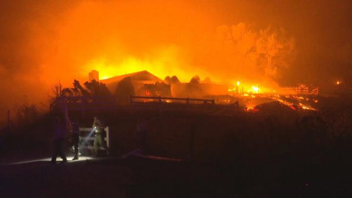 Aumentan a 31 los fallecidos por incendios de California