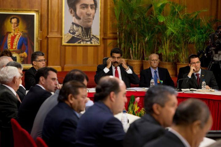 Histórico debate entre gobierno y oposición en Venezuela