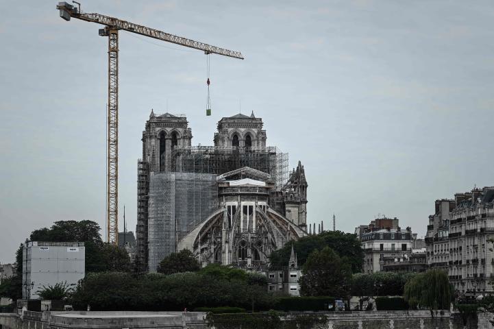 Reanudan labores de restauración en la catedral Notre Dame