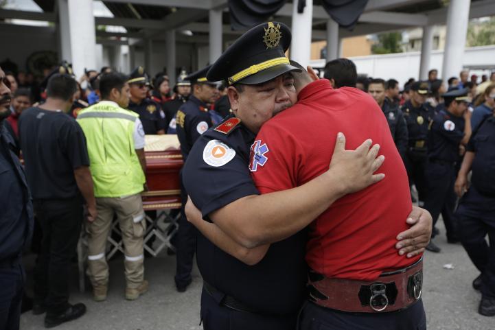 Entierran a víctimas de explosiones en Tultepec