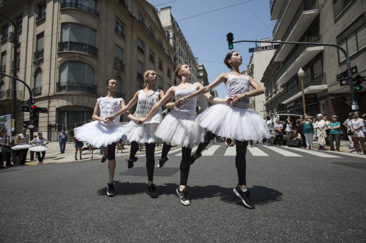 Danzan contra recortes en Argentina