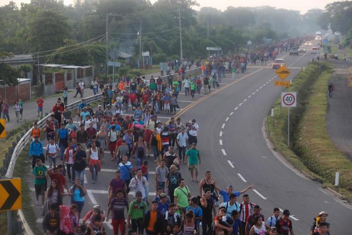 Miles de migrantes avanzan hacia Tapachula
