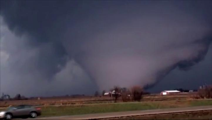Un muerto y 7 heridos en Illinois tras un tornado