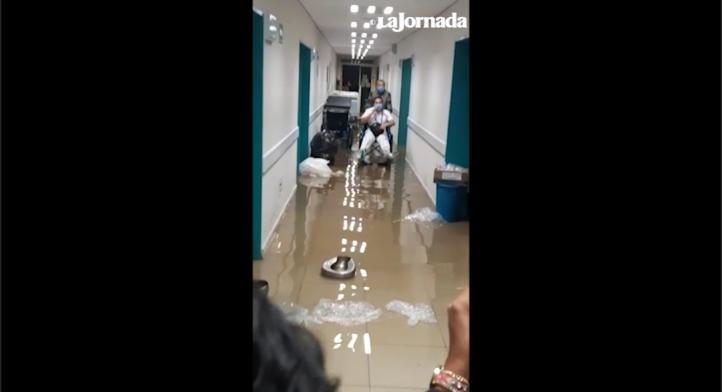 Se inunda hospital general por lluvias en Ecatepec