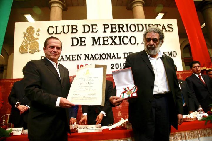Entregan Premio de Periodismo a Assange