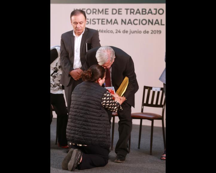 Madre de desaparecido le suplica ayuda al presidente