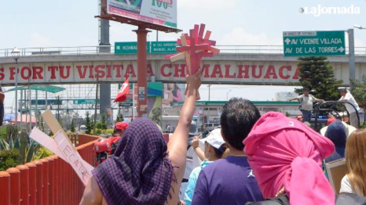 Colocan cruces rosas contra los feminicidios en Chimalhuacán