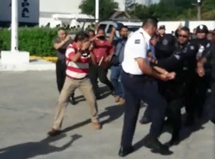 Policías de tránsito se enfrentan a encargado de SSP- Cancún