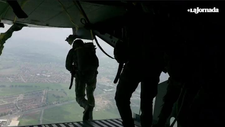 Paracaidistas hacen práctica exitosa en Santa Lucía