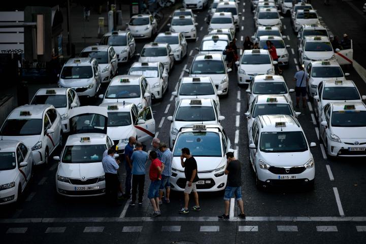 Uber y Cabify expresan su insatisfacción en España