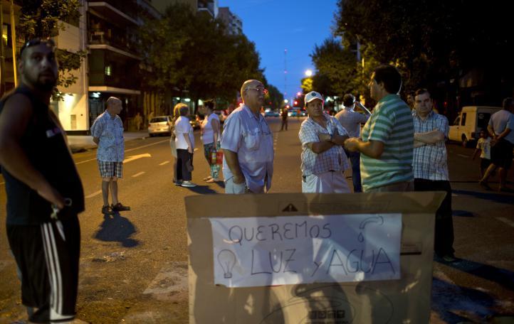 Miles de personas sufren cortes de luz programados en Buenos Aires