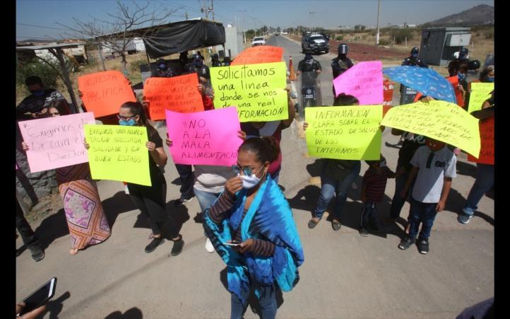 Familiares de internos exigen información sobre la salud de los reos en Puente Grande