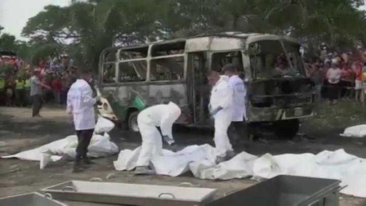 Mueren 32 niños tras incendio de autobús en Colombia