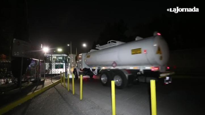 Pipas salen del centro de distribución de Azcapotzalco, para surtir gasolineras de la CDMX