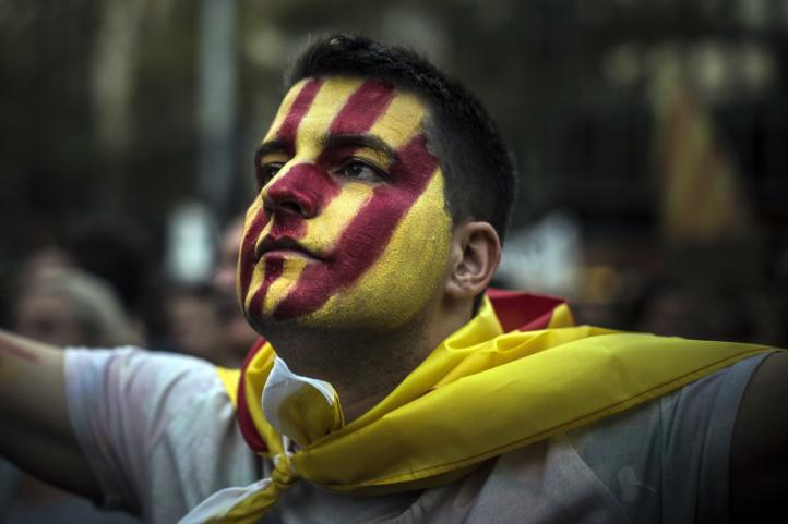 Se paraliza Cataluña en repulsa a la represión