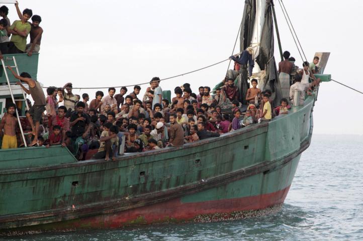 Indonesia, Malasia ayudarán a migrantes varados en el mar