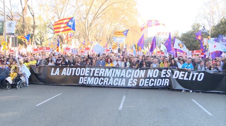 Miles de independentistas se manifiestan en España