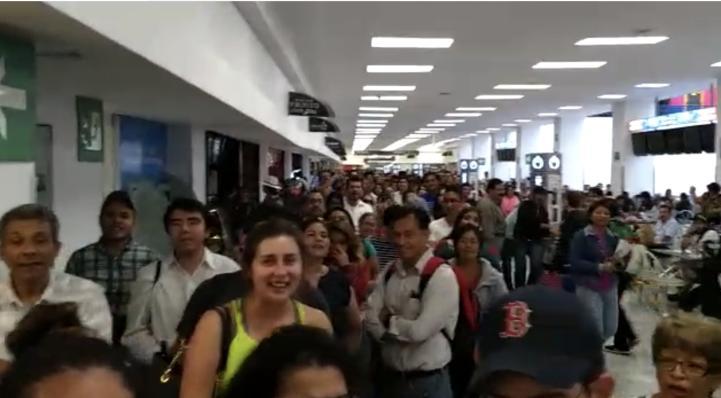 Viajeros del AICM se quedaron sin votar