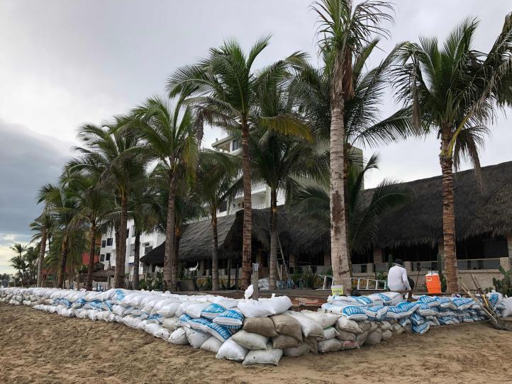 'Willa' se acerca a la costa de México