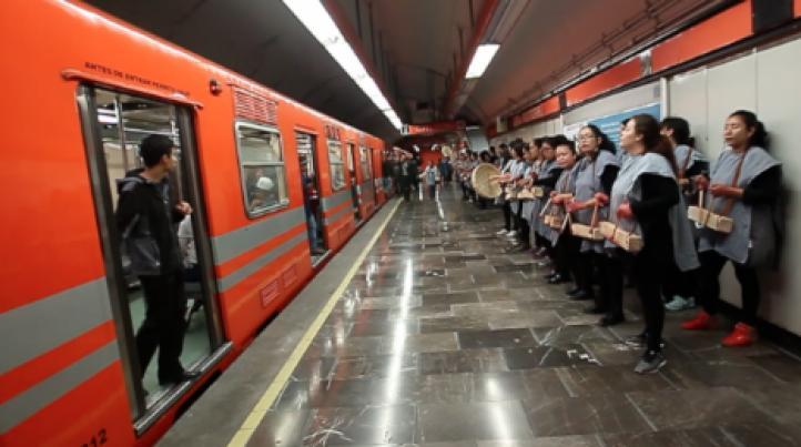 200 mujeres inundan de música el Metro