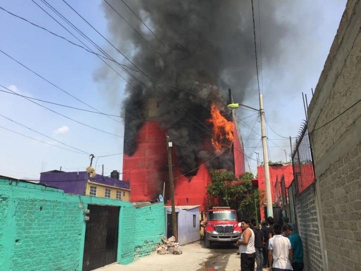 Incendio de fábrica en Ecatepec junto a Mexicable