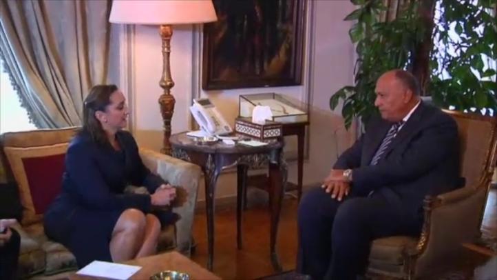 Claudia Ruiz Massieu y familiares de las víctimas llegan a Egipto