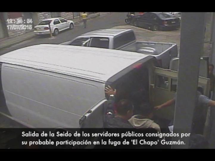 """Ejerce PGR acción penal contra siete servidores por fuga de """"El Chapo"""""""