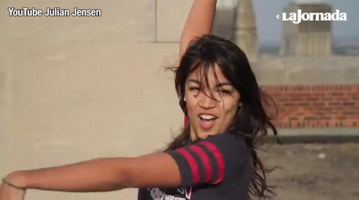 Tratan de desprestigiar a la congresista de EU con un video de ella bailando; ella responde… bailando