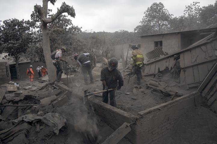 Guatemala lucha por identificar a las víctimas del volcán